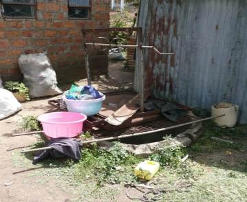 A poorly maintained shallow well in Kisumu (photo credit: Steve Pedley)